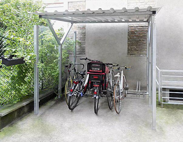 Fahrradüberdachung Z08 Dachbreite x Dachtiefe 2500 mm x 2400 mm, Stahlkonstruktion feuerverzinkt inkl. Seitenwände ESG Klarglas, Dacheindeckung Trapezblech