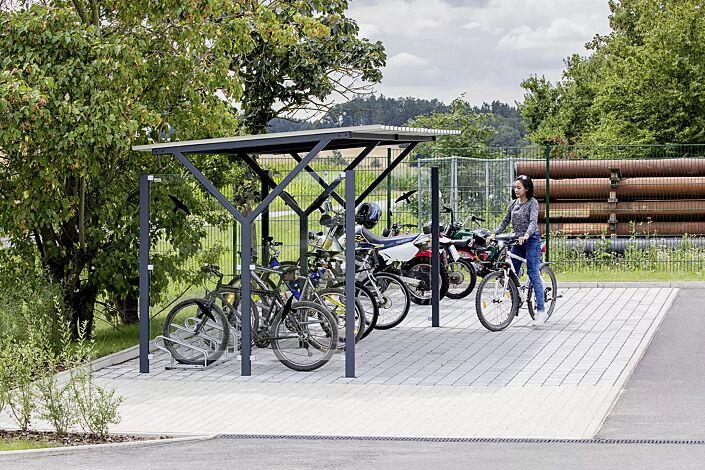 Fahrradüberdachung Z08, Dachbreite x Dachtiefe 4800 mm x 2400 mm, inkl. Seitenwände ESG Klarglas mit Raubvogelaufkleber sowie Fahrradständer UNIVERSAL, Stahlkonstruktion in RAL 7016 anthrazitgrau
