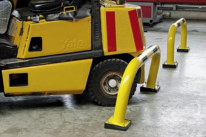 Flexibler Rammschutzbügel NILSA, gelb kunststoffbeschichtet mit schwarzen Signalstreifen
