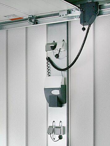Elektroset: Bestehend aus einem C-Profil als Grundträger, 1x Anschlussdose, 4x Steckdose, 1x Lichtschalter (Anschluss an Stromnetz erfolgt bauseits)