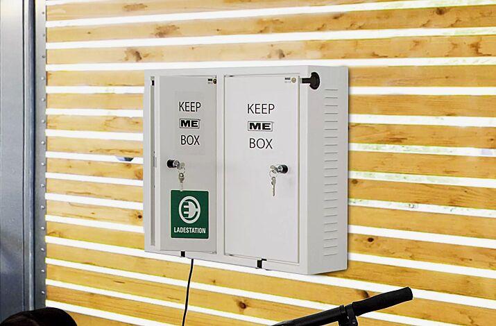 """<div id=""""container"""" class=""""container"""">Ladegerätebox KEEP ME, 2 Schließfächer, Wandbefestigung</div>"""