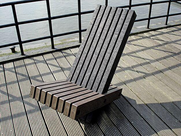 Liegebank PULA, Sitzfläche in quartz brown ähnlich RAL 8024, Rückenlehne in ural black ähnlich RAL 9011 graphitschwarz