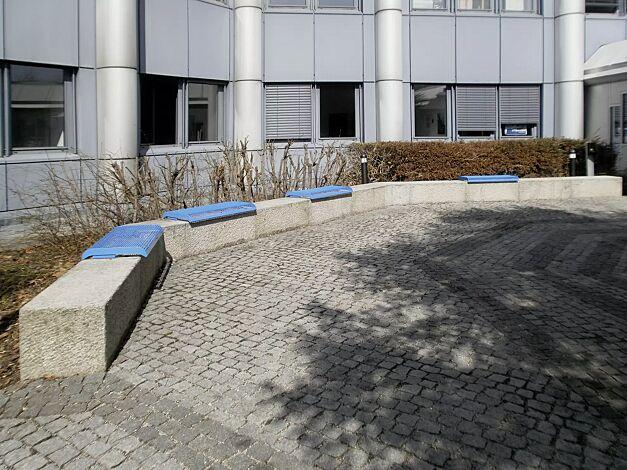 Mauerauflagen LINUS, Sitzbänke ohne Rückenlehne, in RAL 5015 himmelblau