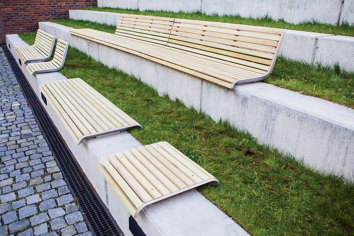 Mauerauflage PORT mit und ohne Rückenlehne, Breite 580 mm und 1820 mm, mit Robinienholzbelattung