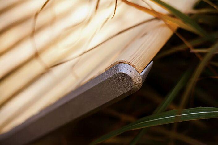 Detail: Robinienholzbelattung