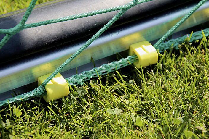 Detail: Netzhalter aus Kunststoff