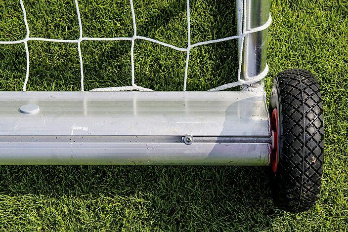Detail: Gewichtsrohr mit Transportrolle