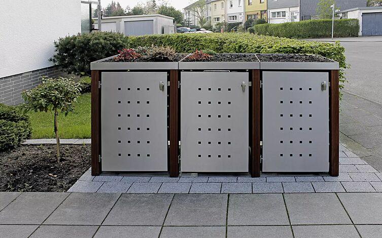 Müllbehälter-Dreifachschrank GARLAND mit Pflanzdach, Türen, Dach, Rück- und Seitenwandelemente aus Edelstahl, Pfosten in Bangkiraiholz
