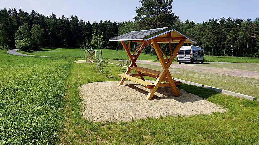 Partyhütte KABANO, Dachbreite x Dachtiefe 2500 mm x 2000 mm, inkl. Sitzbank und Tisch
