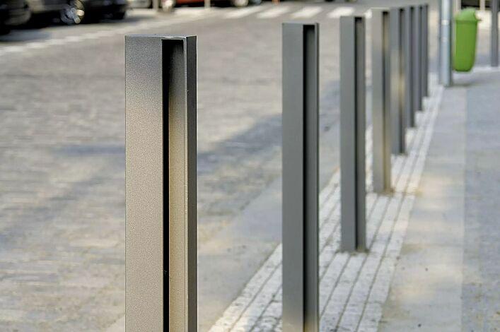 Poller ELIAS ohne Stadtwappen, zum Aufdübeln bei -100 mm, in RAL 9007 graualuminium
