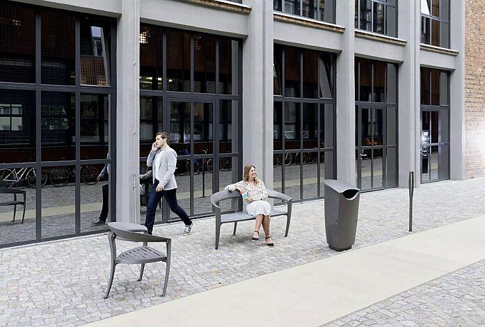 Kollektion NASTRA bestehend aus Poller, Sitzbank, Sitz und Abfallbehälter