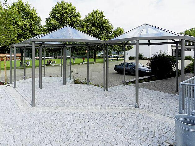 Raucherunterstand AQUARIUS, auftragsbezogene Anpassung als Dreier-Pavillon, Stahlkonstruktion in DB 703 eisenglimmer