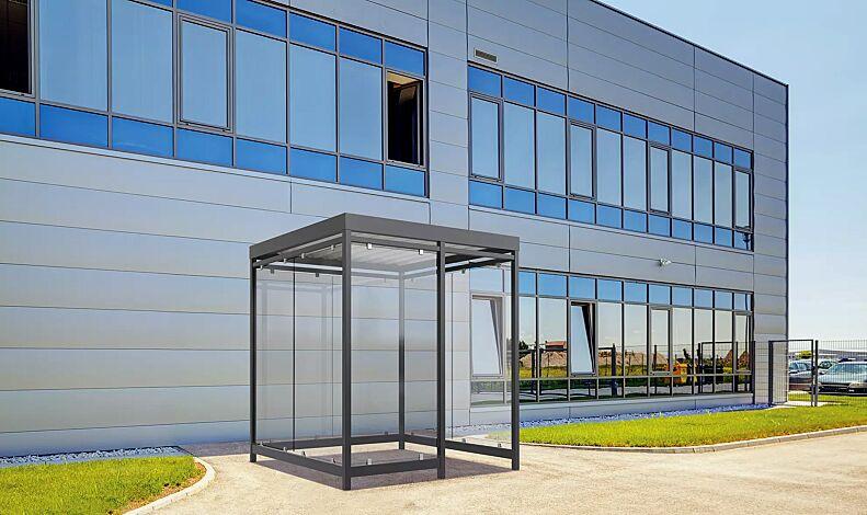 """<div id=""""container"""" class=""""container"""">Raucherunterstand AQUILA, Dachbreite x Dachtiefe 2165 mm x 2165 mm, mit Rück- und Seitenwände sowie Windschutzwand links, Stahlkonstruktion in RAL 7016 anthrazitgrau<br /><br /><div id=""""container"""" class=""""container"""">Raucherunterstand AQUILA, Dachbreite x Dachtiefe 2165 mm x 2165 mm, Stahlkonstruktion feuerverzinkt, grundiert und farbbeschichtet, inkl. Rück- und Seitenwände sowie Windschutzwand rechts, Dacheindeckung Trapezblech</div></div>"""