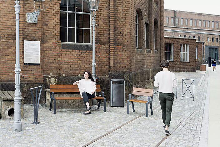 Kollektion BASIC bestehend aus Sitz, Sitzbank, Abfallbehälter, Anlehnbügel und Geländersystem