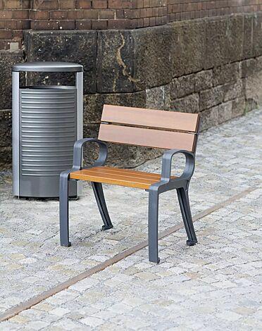 """<div id=""""container"""" class=""""container"""">Kollektion BASIC bestehend aus Sitz und Abfallbehälter</div>"""