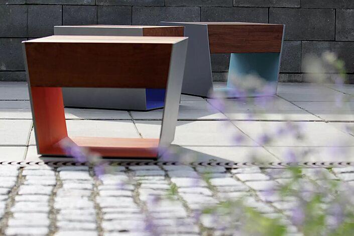 Sitz BLOCQ mit Jatobaholzbelattung, Stahlteile in bicolor