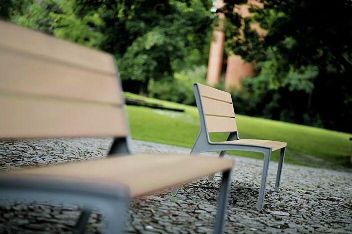 Sitzbank und Sitz MIELA mit Rückenlehne, mit Robinienholzbelattung