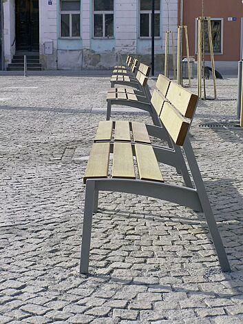 Sitz VERA mit Rückenlehne, mit Robinienholzbelattung, Stahlteile in DB 703 eisenglimmer