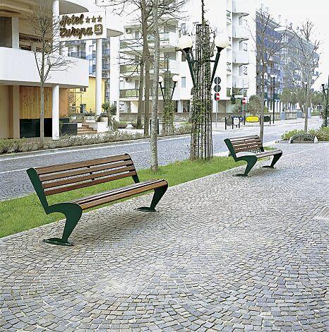 Sitzbank ALBATROS mit Rückenlehne, mit Holzbelattung, Stahlteile in RAL 6005 moosgrün
