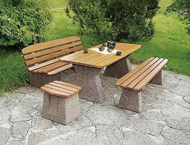 """<div id=""""container"""" class=""""container"""">Set-Angebot: Bank-Tisch-Kombination ANDRIA bestehend aus einem Tisch, einer Sitzbank mit Rückenlehne, einer Sitzbank ohne Rückenlehne und einem Hocker, Holzart Lärche, Betonfüße Sandstrahleffekt rot</div>"""