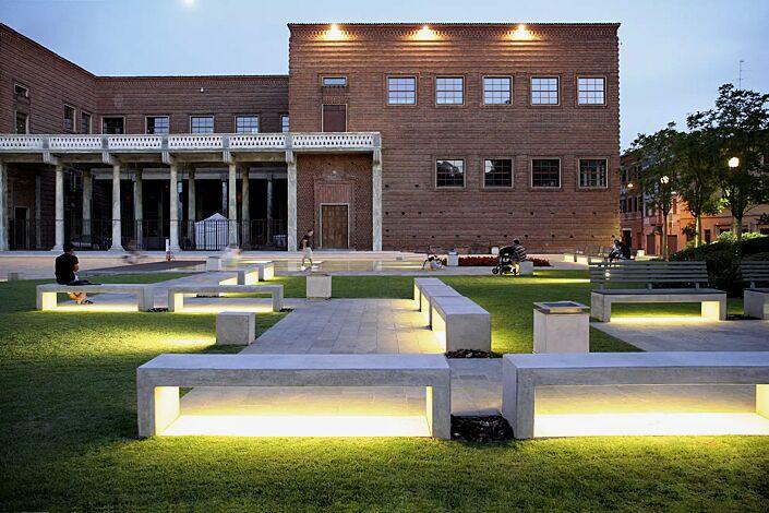 Sitzbank ANDROMEDA, Beton weiß - mit Beleuchtung