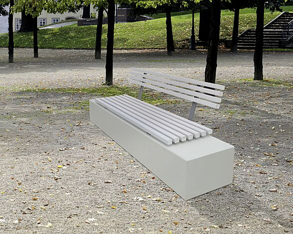 Sitzbank AURIGA mit Rückenlehne, mit hellgrauer Jatobaholzbelattung, Beton weiß