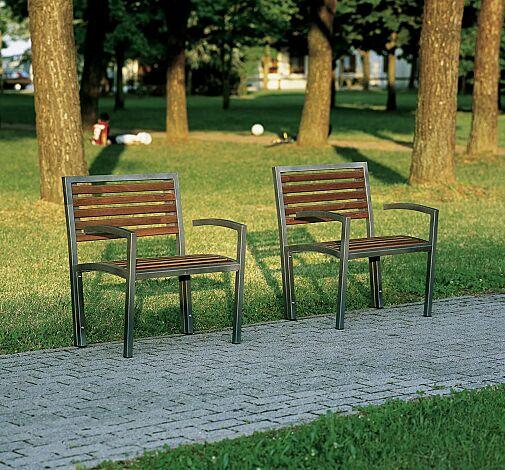 Sitzbänke CAMILLA mit Holzbelattung, mit Rücken- und Armlehnen, Stahlteile in RAL 7016 anthrazitgrau