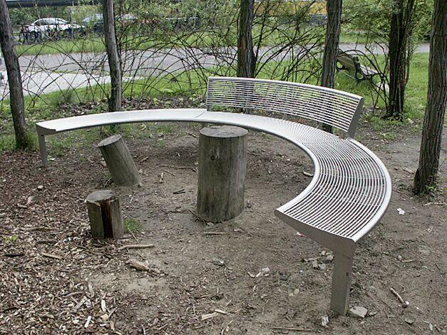 Sitzbank- Kombination CARPI, bestehend aus 2 Stück ohne Rückenlehne, 1 Stück mit Rückenlehne, gebogen, Bankform Innenradius