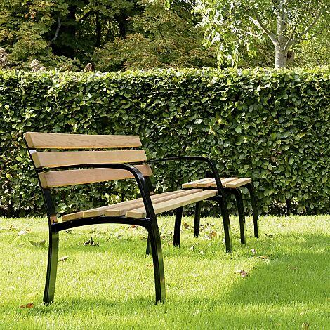 Senioren-Sitz CASERTA und Senioren-Sitzbank CASERTA mit Rückenlehne und Armlehnen mit Cumaru-Holzbelattung, Stahlteile in RAL 9005 tiefschwarz