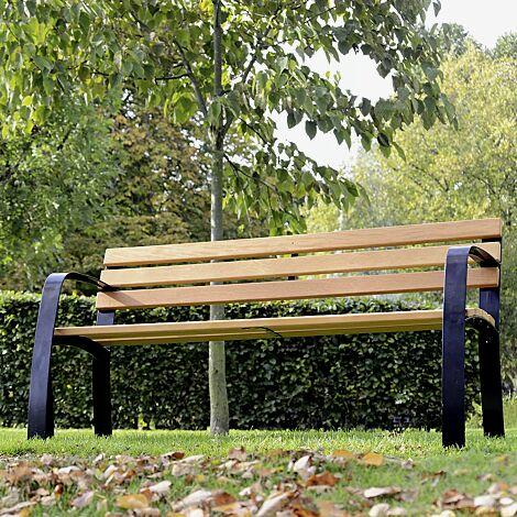 Senioren-Sitzbank CASERTA mit Rückenlehne und Armlehnen mit Cumaru-Holzbelattung, Stahlteile in RAL 9005 tiefschwarz