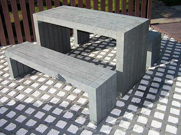 Kombinationsvorschlag: Bank-Tisch-Kombination CERMES aus Recyclingkunststoff in grau, bestehend aus einem Tisch und zwei Sitzbänken
