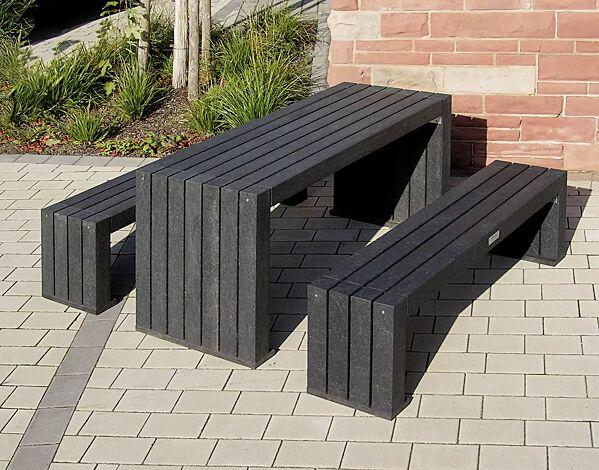 Kombinationsvorschlag: Bank-Tisch-Kombination CERMES aus Recyclingkunststoff in schwarz, bestehend aus einem Tisch und zwei Sitzbänken