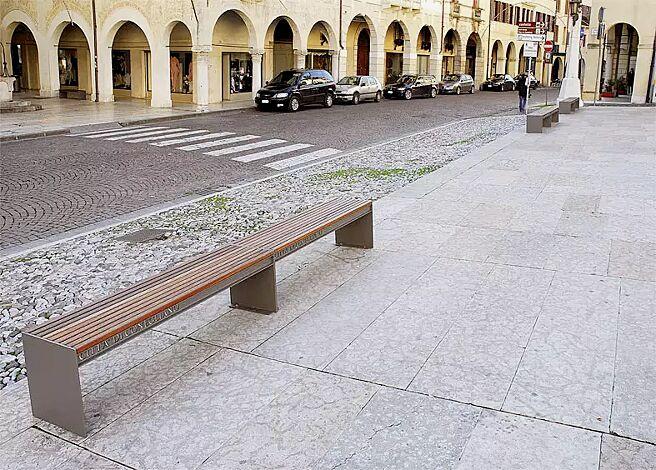 Sitzbank CIMA ohne Rückenlehne (2 Stück), mit Sapeliholzbelattung, Stahlteile in RAL 7016 anthrazitgrau