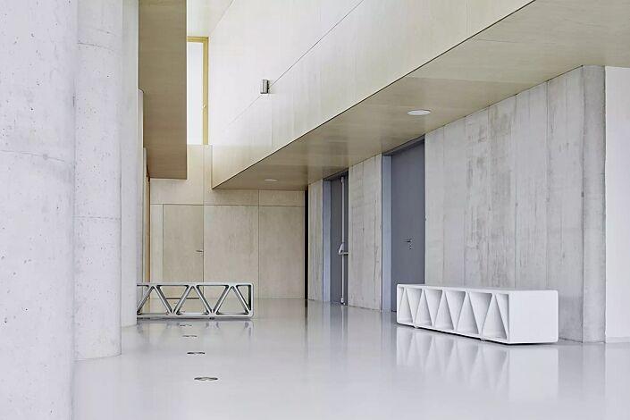 Sitzbank CONSTRUQTA aus UTC®-Beton, in hellgrau und weiß