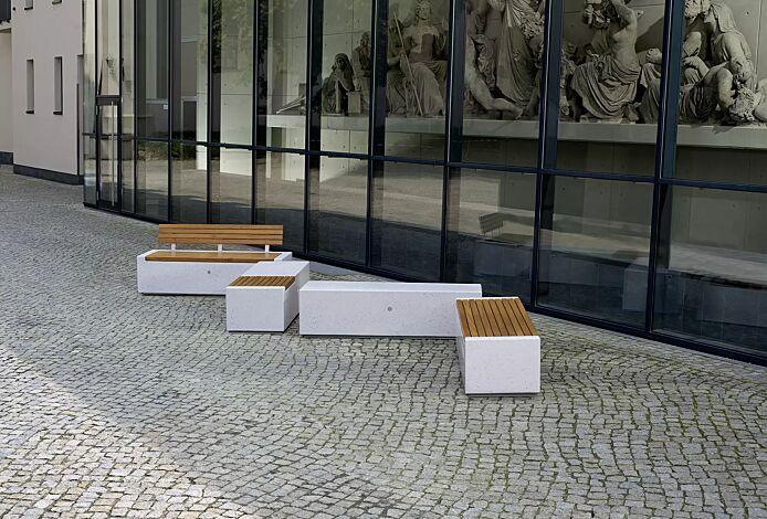 Sitzbank-Kombination DEMETRA aus Beton, mit und ohne Rückenlehne, teilweise mit Okouméholzbelattung, in Granitoptik weiß<br><br>