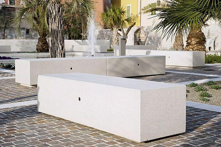 Sitzbank DEMETRA ohne Rückenlehne, aus Beton, Sitzfläche gestockt, in Granitoptik weiß