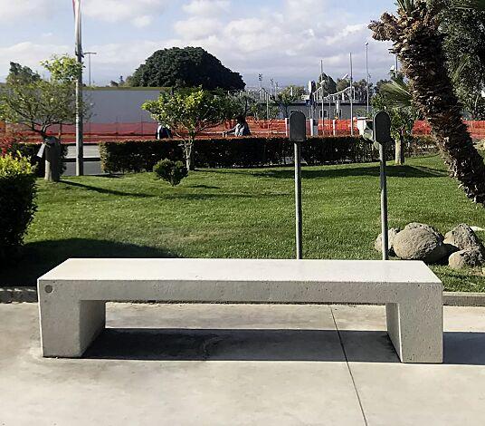 """<div id=""""container"""" class=""""container"""">Sitzbank ERACLEA ohne Rückenlehne, aus Beton, Sitzfläche geschliffen, in Granitoptik weiß</div>"""