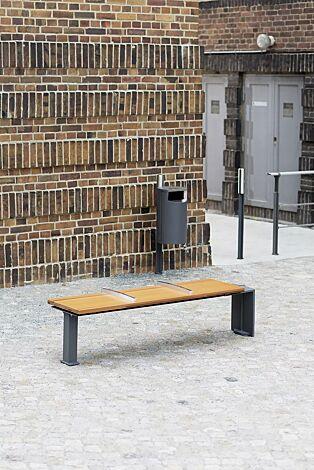 Kollektion EVEOLE bestehend aus Sitzbank, Abfallbehälter, Poller und Systemgeländer