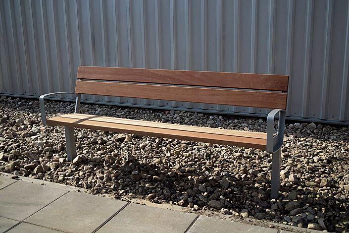 Sitzbank INTERVERA mit Jatobaholzbelattung, Stahlteile in RAL 9007 graualuminium