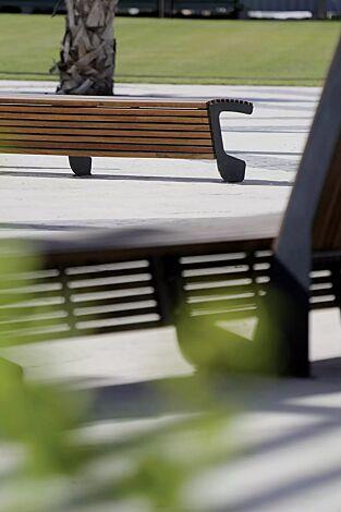 Sitzbank LANDSCAPE mit und ohne Rückenlehne, gebogen, Bankform Innenradius, mit Jatobaholzbelattung, Stahlteile in RAL 9007 graualuminium