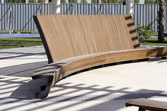 Sitzbank LANDSCAPE mit und ohne Rückenlehne, gebogen, Bankform Innenradius, mit Jatobaholzbelattung, Stahlteile in RAL 7016 anthrazitgrau