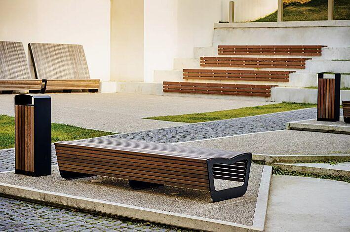 Sitzbank LANDSCAPE ohne Rückenlehne, doppelseitig, mit Jatobaholzbelattung, Stahlteile in RAL 7016 anthrazitgrau und Abfallbehälter PRAX