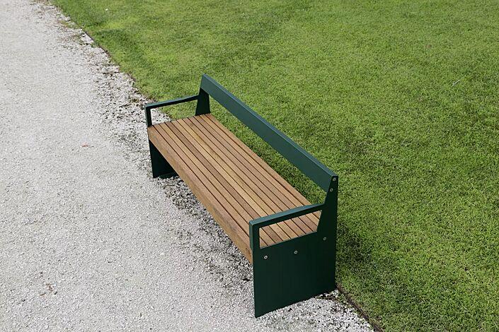 Sitzbank Leni mit Rückenlehne und Armlehnen, mit ....belattung, Stahlteile in RAL 6005 moosgrün.