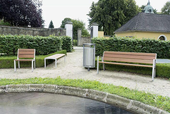 Bank-Kombination MIELA bestehend aus Sitz, Sitzbank ohne Rückenlehne und Sitzbank mit Rückenlehne und Armlehnen, mit Jatobaholzbelattung, mit Abfallbehälter ECLIPE<br>
