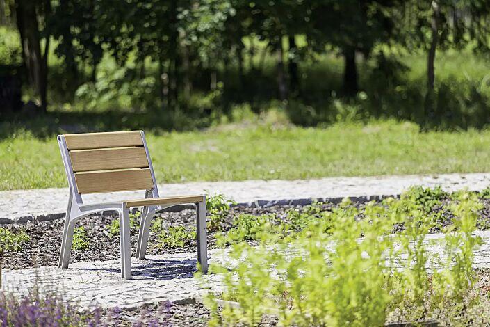 Sitz MIELA mit Robinienholzbelattung
