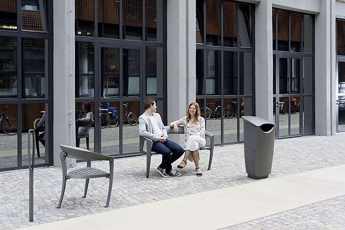 Kollektion NASTRA bestehend aus Sitzbank, Sitz, Abfallbehälter und Poller