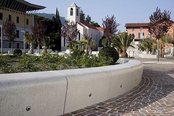 Sitzbank ONDA aus Marmor, gerade und gebogen, mit Beleuchtung (Mehrpreis auf Anfrage), Sitzfläche geschliffen, in weiß carrara