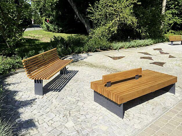 Sitzbank PESCARA doppelseitig bzw. mit zentraler Rückenlehne, mit Lärchenholzbelattung, Stahlteile in RAL 7016 anthrazitgrau
