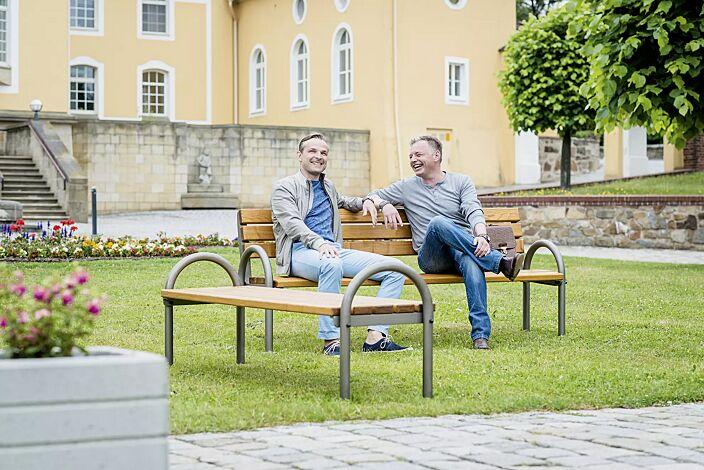 Sitzbank SAN REMO mit und ohne Rückenlehne, mit Escheholzbelattung