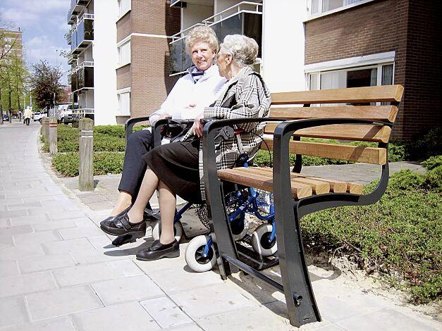 Sitzbank SENIOR, 1-Sitzer + Aussparung für Rollator + 1-Sitzer mit 4 Armlehnen